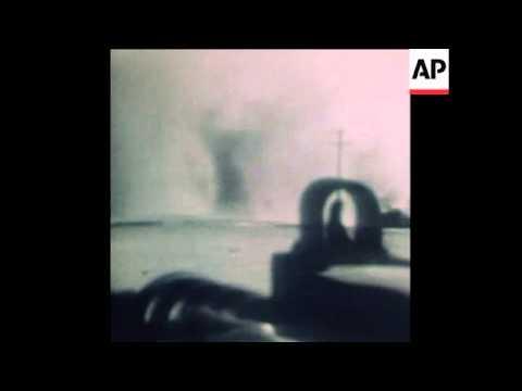 SYND 19/10/73 ISRAELI TANKS BATTLING IN SINAI DESERT
