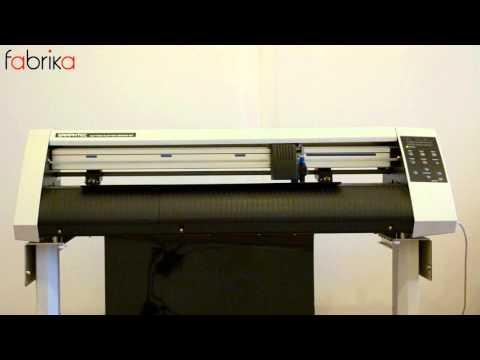 Печать надписей на футболках с применением плоттера. The plotter cutting.
