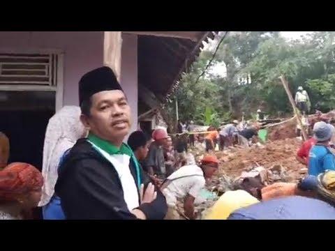 Mantan Bupati Purwakarta Dedi Mulyadi Meninjau Langsung Lokasi Longsor Di Purwakarta