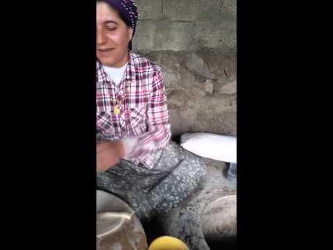 kars karaçoban köyü- tandır ekmeyi yapılışı-tuncay ikan -21 nisan 2016