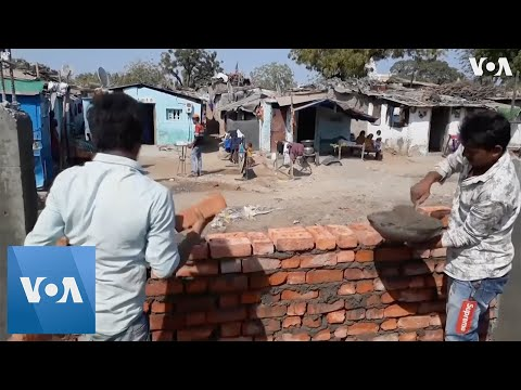 Download  India Builds Wall Hiding Slum Ahead of Trump Visit Gratis, download lagu terbaru