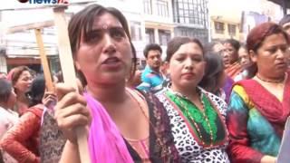 सबैको सुरक्षा गर्ने सुरक्षाकर्मीले आफ्नै श्रीमतीलाई आत्महत्या गर्न बाध्य बनाए - NEWS24 TV