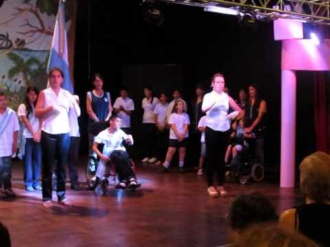 Himno en LSA en cierre de año de Instituto Mariette Lydis