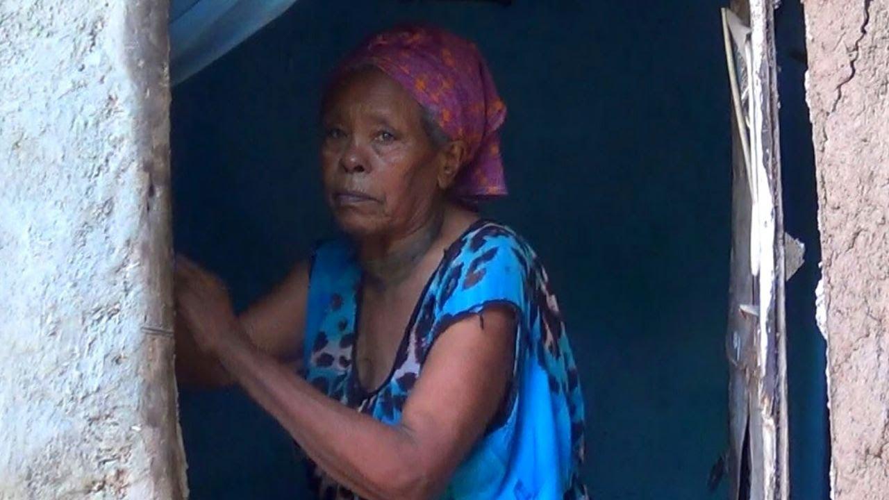 ETHIOPIA - ግማሽ አካላቸውን ውጪ በምታሳድረው ጠባቧ ክፍል የተገደቡትን አረጋዊ እንታደግ!!