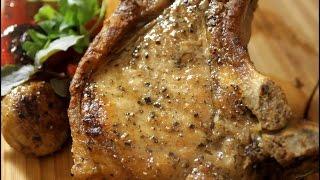 Свиной стейк. Сочный стейк из свинины.
