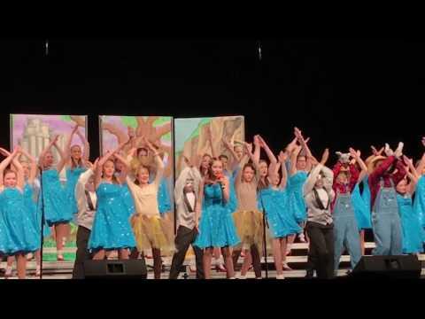 Miranda Davis & Music Machine Show Choir perform