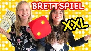 XXL BRETTSPIEL Challenge | Wer wird REICH? | GIANT BOARD GAME 😎 Kleine Familienwelt