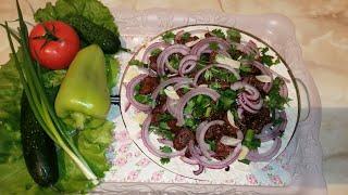 Жареное мясо с луком на сковороде. Ну очень вкусно.
