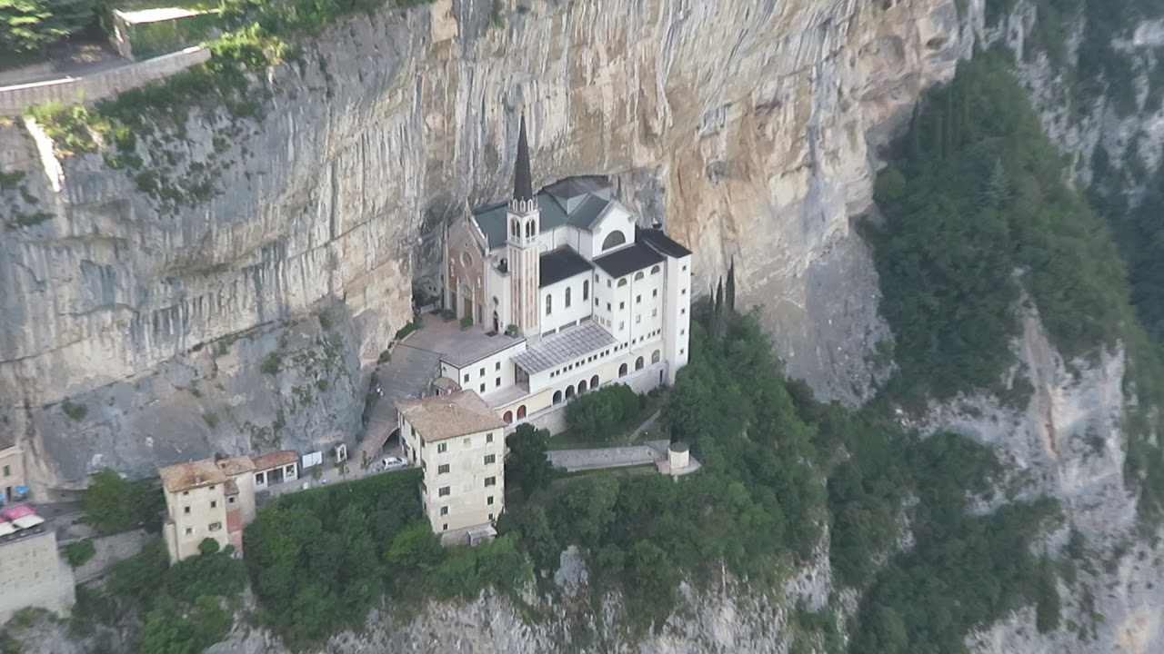 Sanctuary of madonna della corona spiazzi veneto italy for Santuario madonna della corona