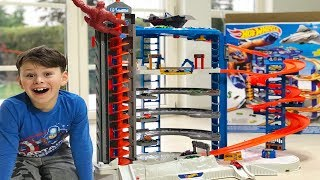 ALİ'NİN EN BÜYÜK ARABA GARAJI! Ali unboxed Biggest Hot Wheels Super Ultimate Garage Playset