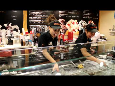 """Cold Stone"" Employees Sing for Tips."