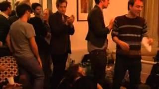 Download Video Robert Pattinson Cantando! 360p MP3 3GP MP4