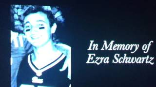 🕯🏈 HAPPENING NOW: Moment of silence for Ezra Schwartz at tonights New England Patriots game