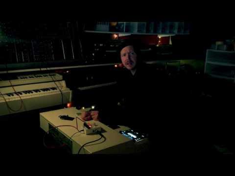 Playing the Mellotron M4000D through the Electro Harmonix Mel9 Mellotron pedal