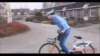 EnzoKnol valt van zijn fiets af! (KLASSIEKER)