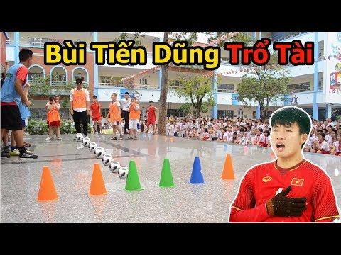 Thử thách bóng đá với Bùi Tiến Dũng U23 Việt Nam bịt mắt sút phạt trúng đích