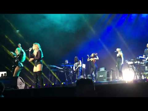 Girls Just Wanna Have Fun - Demi Lovato ft. Paulina Rubio en el Palacio de los Deportes