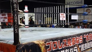 4/8札幌大日本プロレス試合終了リング清掃する選手たち