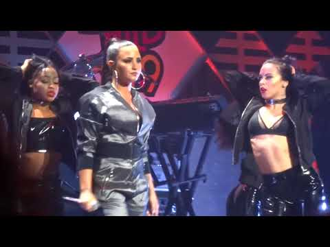 Demi Lovato - ''Cool For The Summer'' at WiLD 94.9 Jingle Ball San Jose 11/30/17 HD