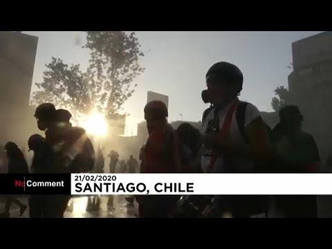 شاهد: استمرار الاحتجاجات والمواجهات في سانتياغو بين المتظاهرين والشرطة…