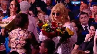 Алла Пугачёва на праздничном шоу Валентина Юдашкина (8 марта 2016 года)