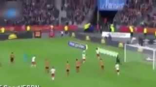 Edinson Cavani sees a crazy red card
