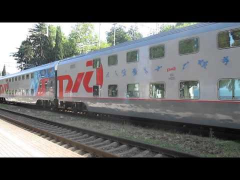 Поезд Москва-Адлер №104 на станции Лоо