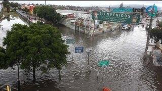 Los reyes la Paz y Nezahualcóyotl inundados por fuertes lluvias