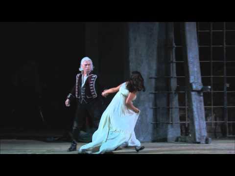 "Il Trovatore: ""Vivrà! Contende Il Giubilo"" (Netrebko, Hvorostovsky)"
