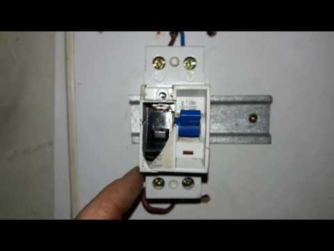 Como conectar un disyuntor diferencial youtube for Como se abre un cajero automatico