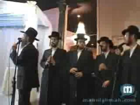 Avrohom Fried & Shira Choir Sing Anovim