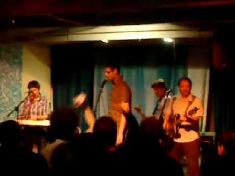 The Smittens - Sapphire (liveklipp från Cosy Den 5 År)