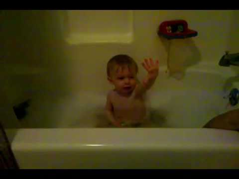 Cutest / smartest Baby Ever in the bathtub - YouTube