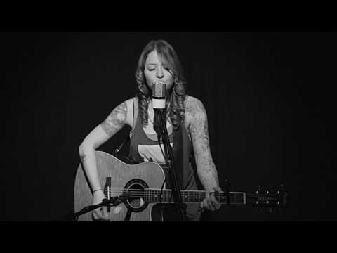 Eryn Bent - Who are you when I'm not looking - By Blake Shelton (Live and Amplified)
