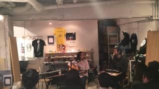 TOMO NAKAYAMA / YUUKI MATTHEWS (THE SHINS) instore show @zankyo shop 2014.11.14(http://www.andrecords.jp/blog/shows/tomo-nakayama-yuuki-matthews-the-shins-japan-tour-2014/, 2014-11-14T22:14:25.000Z)