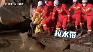 Firefighters pulled out a drowning ox from the manure lagoon in N China's Shanxi.
