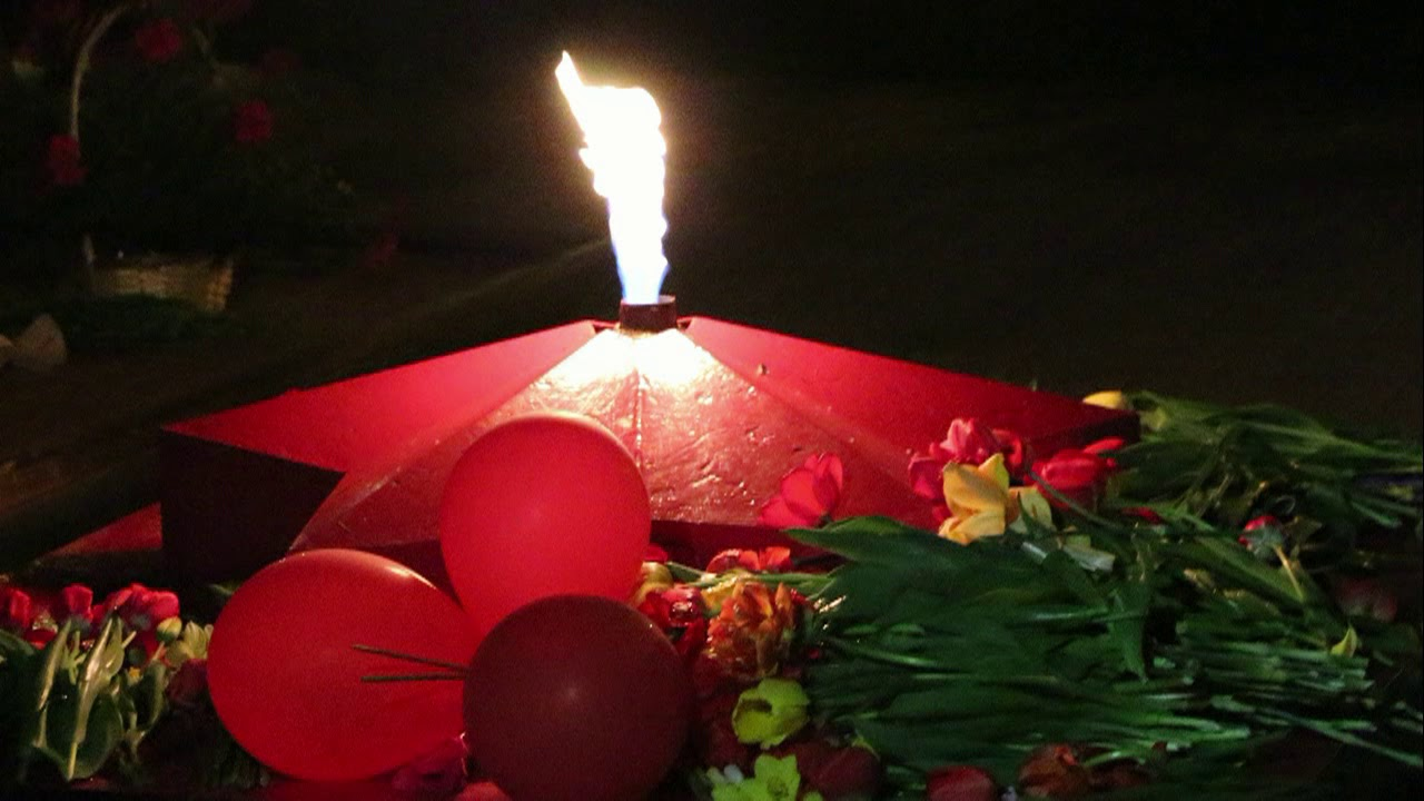 Открытки со свечой памяти к 9 му мая