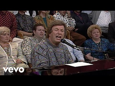 Bill & Gloria Gaither - When You Pray (Live)