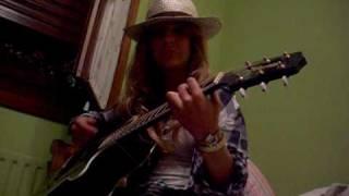 Download En Septiembre - Paula Mattheus MP3 song and Music Video