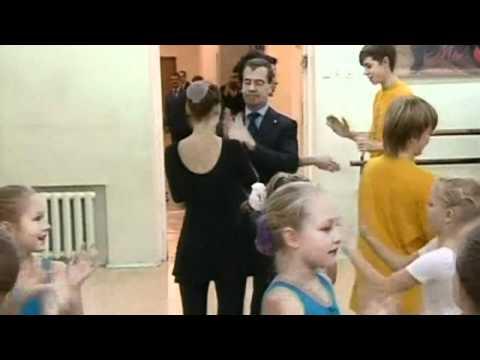 Russian President Dmitry Medvedev dances awkwardly