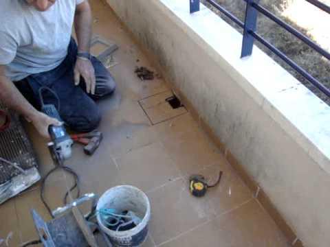 Colocacion desague nuevo el balcon youtube for Accesorios para toldos de balcon