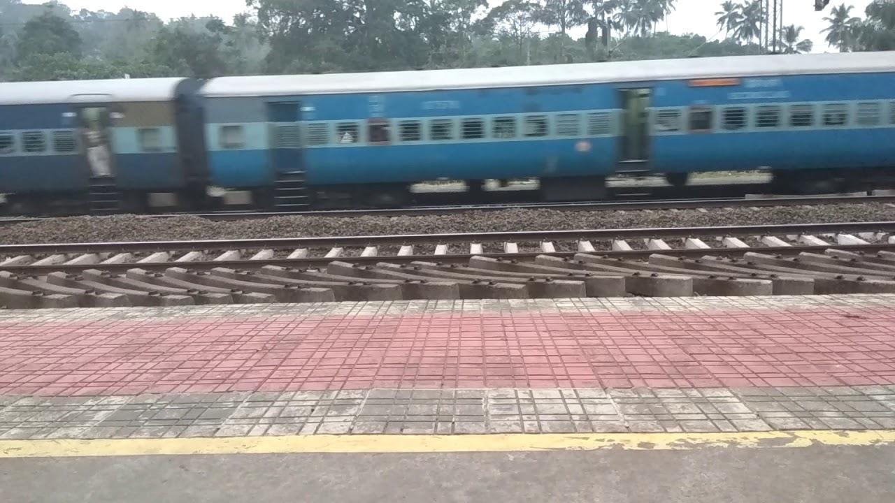 Ernakulam - Shornur passenger passing @ kalamassery I Kerala l India