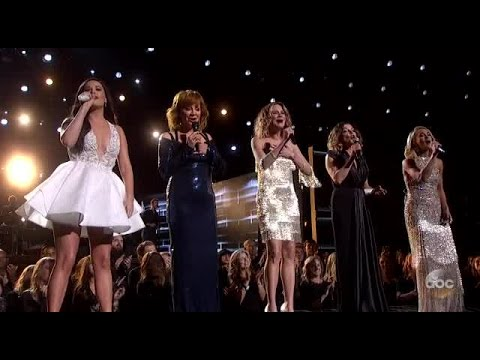 Dolly Parton wins Lifetime Achievement Award