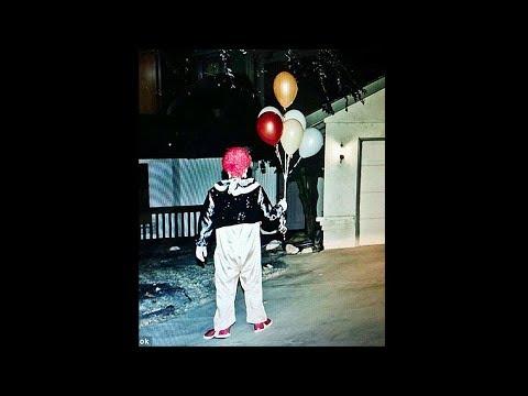 clown probeert binnen te komen..