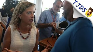 Baixar Debbie Wasserman Schultz Lies To Room Full Of Progressives About Single Payer