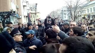 Драка кавказцев со сторонниками Алексея Навального в Саратове