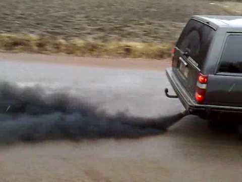 Volvo 940 turbodiesel smoking - YouTube