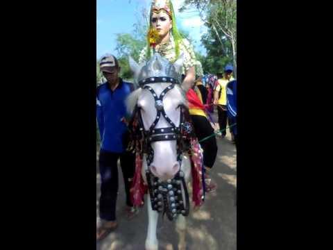 Kuda Liar Bergoyang Heboh