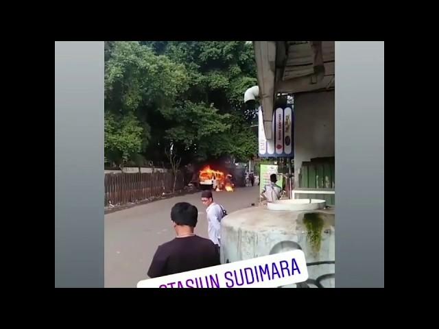 Angkot Terbakar di Ciputat, Gagal Dipadamkan dengan Air Got