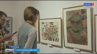 Место женщины у мольберта в галерее Паршина